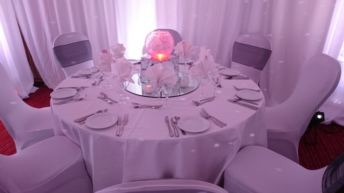 portsmouth marriott chair cover sash mirror plate mirror box and cracked glass globe vase